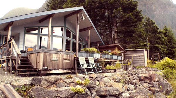 zeballos-oceanfront-lodge-lounge-zeballos-british-columbia-2