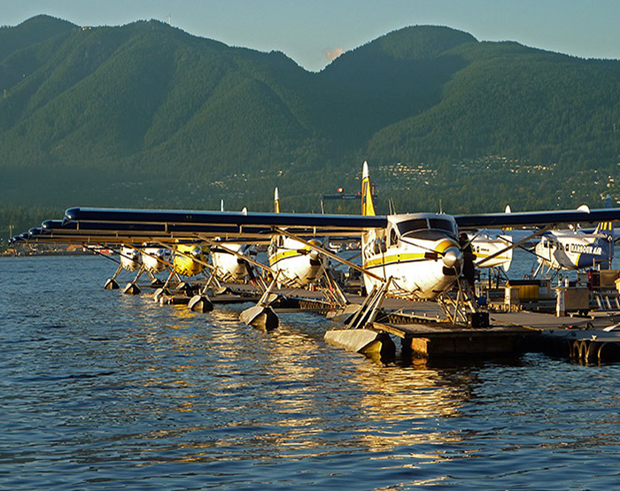 floatplanes-vancouver-harbour-flight-centre-vancouver-british-columbia-700x555