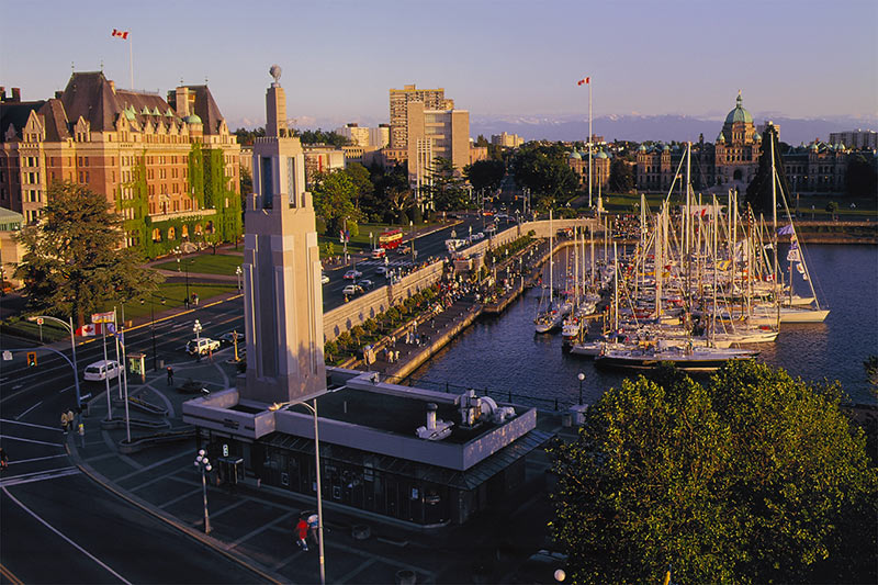 The Causeway in the Inner Harbour in Victoria, with the Empress Hotel on the left and the BC Legislative Building in the top right corner.