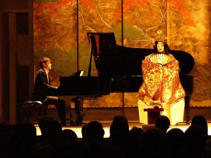 japanese-master-noh-actor-yamai-tsunao-and-pianist-kihara-kentaro-700x525,